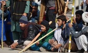 اسلام آباد دھرنا: مظاہرین اور پولیس میں تصادم، درجنوں افراد زخمی