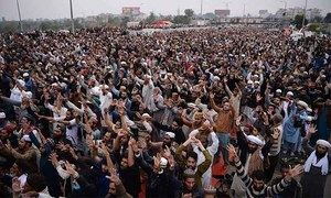 Government's 'final warning' to Islamabad protesters lapses without breakthrough