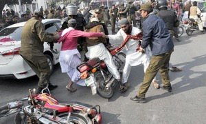 Demonstrations, roadblocks paralyse life across country as standoff continues in Islamabad
