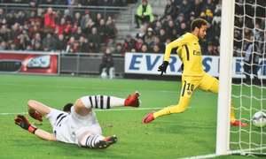 Neymar shines on return as PSG extend lead