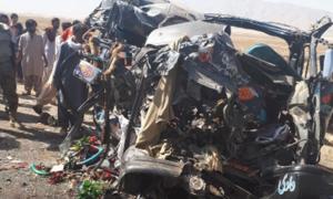 خانیوال: مسافر بس کا ٹریلر سے تصادم، 11 افراد ہلاک