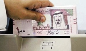 Saudi Arabia invites bankers to pitch for Aramco listing roles