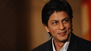 """Shah Rukh Khan accepts Crystal Award, thanks his wife, daughter and sister for """"bringing him up well"""""""