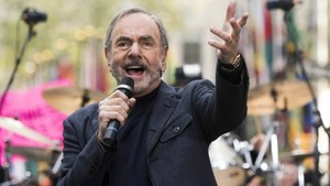 Neil Diamond reveals he has Parkinson's, ends touring