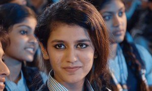 لڑکے کو آنکھ مارنے والی لڑکی کے خلاف مقدمہ درج