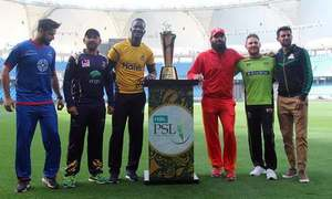 PSL 2018 trophy unveiled by franchise captains in Dubai