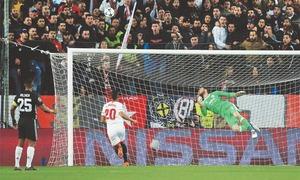 United hold Sevilla as Shakhtar subdue Roma