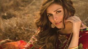 Ayeza Khan is the new face of Alkaram's Spring Summer'18 collection
