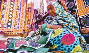 Colours of Sindh on display at craft festival