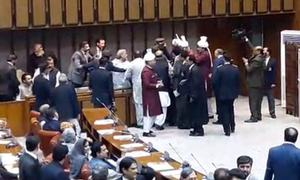 Scuffle breaks out between PTI lawmaker and PM Abbasi's son in Senate