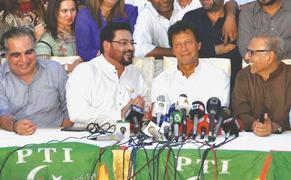 'Corrupt politicians' destroyed Karachi, says PTI chief