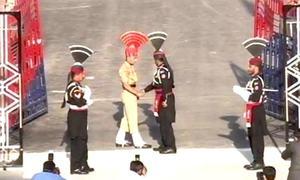 واہگہ بارڈر پر پرچم اتارنے کی پرجوش تقریب