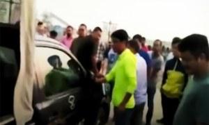 Chinese workers thrash policemen in Khanewal