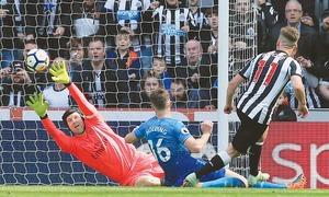 City crowned Premier League champions as United crash