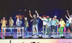 Bolt takes turn as DJ as Gold Coast bids goodbye  to Commonwealth Games