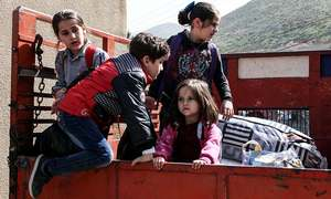 500 Syrian refugees begin returning home from Lebanon