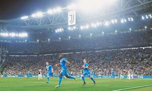 Napoli stun Juve with last-gasp Koulibaly header to reignite title race
