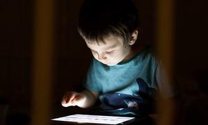 مواصلاتی دور میں تربیت کے بدلتے انداز اور والدین کو درپیش چیلنجز