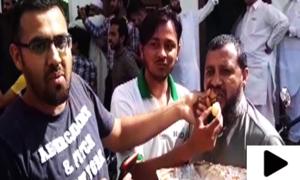 خواجہ آصف کی نااہلی پر تحریک انصاف کا جشن