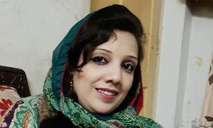 پشاور: خاتون ٹیکسی ڈرائیور کا 'قاتل' شوہر گرفتار