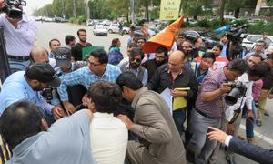 Police bar journalists from marching towards D-Chowk to commemorate World Press Freedom Day