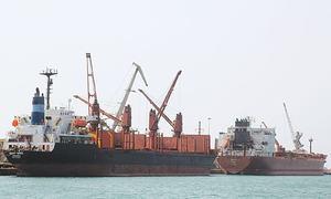 Yemen's main port in cross hairs of Saudi-led offensive