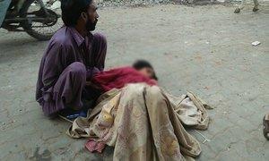 ڈی جی خان میں خاتون نے سڑک پر بچی کو جنم دے دیا