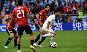 World Cup 2018: Uruguay 'break spell' as Salah watches from Egypt bench