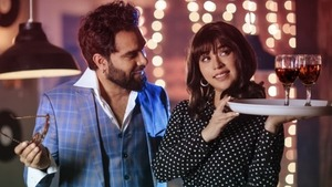 Komal Rizvi and Yasir Hussain take us back to the 80s in new music video