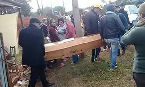 لاطینی امریکا: مردہ تصور کیے گئے نوجوان کی اپنے ہی جنازے میں شرکت