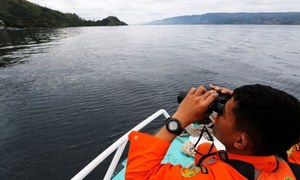 انڈونیشیا: دریا میں کشتی الٹ جانے سے 190 سے زائد افراد لاپتہ
