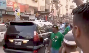 Bilawal's convoy pelted with stones in Karachi's Lyari, 2 hurt