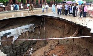 لاہور کی بارش بھی سیاسی پوائنٹ اسکورنگ کا ذریعہ