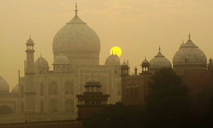 بھارت: تاج محل میں غیر رہائشیوں کے نماز پڑھنے پر پابندی