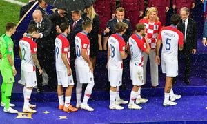 ہر میچ کے دوران میدان میں اپنی ٹیم کا حوصلہ بڑھانے والی کروشیا کی صدر