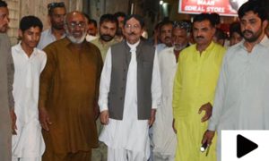 سابق وزیراعلیٰ سندھ قائم علی شاہ کو ووٹرز نے گھیر لیا