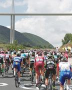 Nielsen wins 15th stage, Thomas still holds yellow jersey