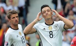 نسل پرستی پر اوزل کا جرمن فٹبال ٹیم چھوڑنے کا اعلان