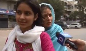 ماں بیٹی کے ہمراہ موٹر سائیکل پر ووٹ ڈالنے روانہ