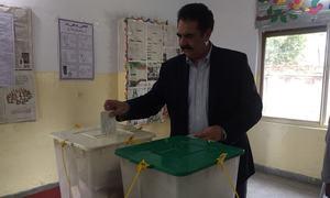 سابق آرمی چیف راحیل شریف نے بھی ووٹ ڈال دیا