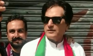 عمران خان کا ہم شکل ووٹر لوگوں کی توجہ کا مرکز