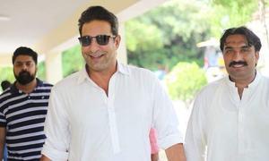 عمران خان کو مبارکباد دینے کیلئے وسیم اکرم کی بنی گالا آمد