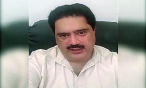 Nabil Gabol 'manhandles' passenger at Karachi airport, later issues clarification