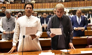 328 MNAs sworn in to 15th National Assembly