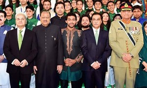 'Pakistan's destiny lies in power of vote,' Mamnoon says at 72nd Independence Day event