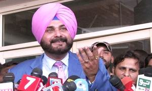 Indian cricket star Sidhu arrives in Pakistan for Imran's oath-taking with 'message of love'