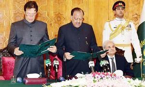 عمران خان نے وزیراعظم پاکستان کا عہدہ سنبھال لیا