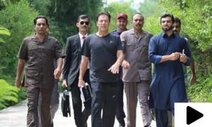 وزیراعظم عمران خان چھٹی کے دن بھی کام پر!