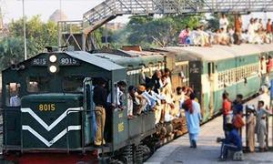 ریلوے کے اعلیٰ افسر کا شیخ رشید کے ماتحت کام کرنے سے انکار