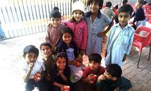 کراچی کے 'فٹ پاتھ اسکول' میں نامعلوم افراد کی لوٹ مار